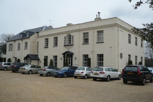 East Close Hotel, Hinton