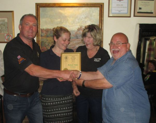 The Royal Oak receives the 2016 Southern Hampshire Pub of the Year award